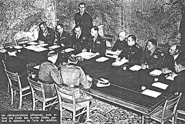 signature de la reddition le 7 mai 1945