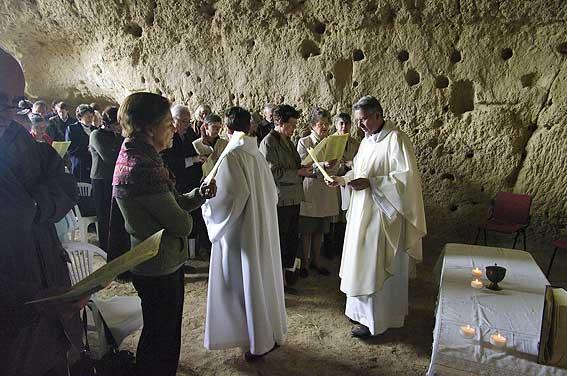 messe dans la grotte-Ecole-Chapelle