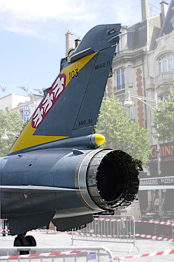 grosplan sur réacteur de Mirage F1