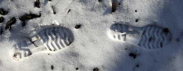 traces de semelles dans la neige