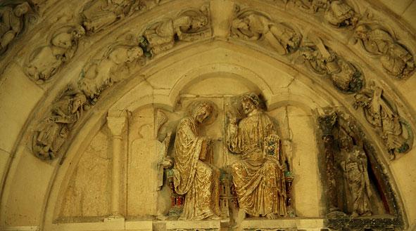 tympan de Braine, le couronnement de la Vierge