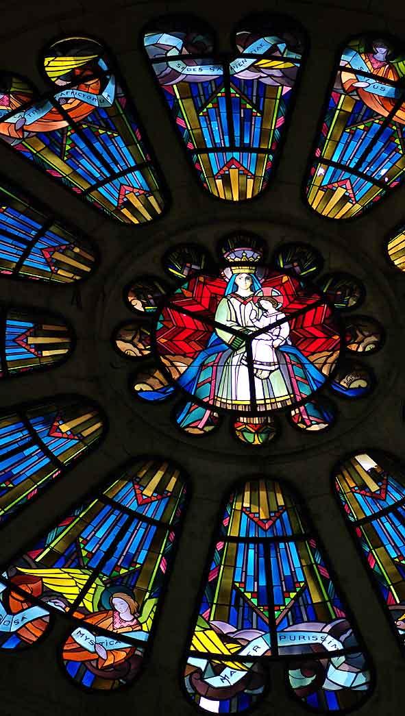 rose du transept sud de Braine par Jacques Gruber