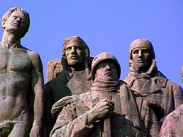 détails soldats et homme du monument des Fantômes