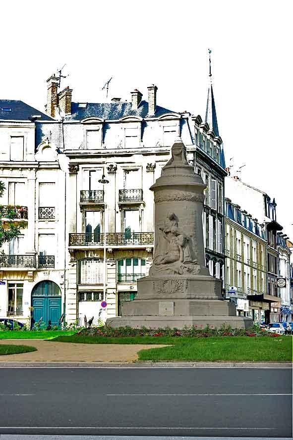 monument aux infirmières à Reims place Aristide Briand