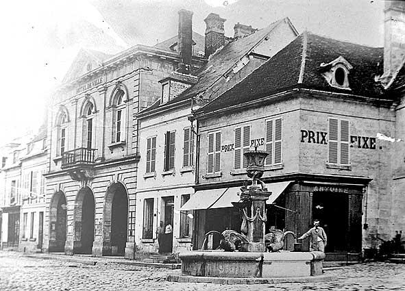 Place de l'Hôtel de Ville de Vailly en 1914