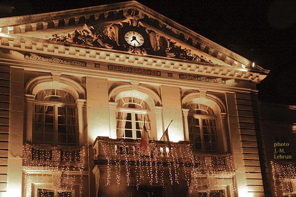 Hôtel de Ville de Vailly la nuit en décembre 2011