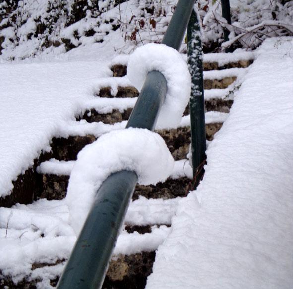 cordon de neige brisé sur main-courante