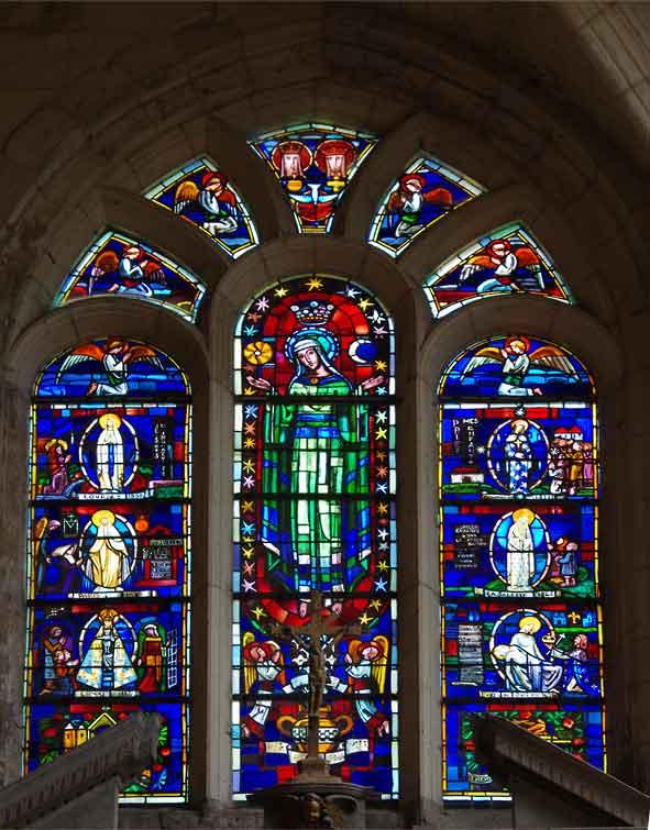 vitrail des apparitions de la Vierge à Fère en Tardenois