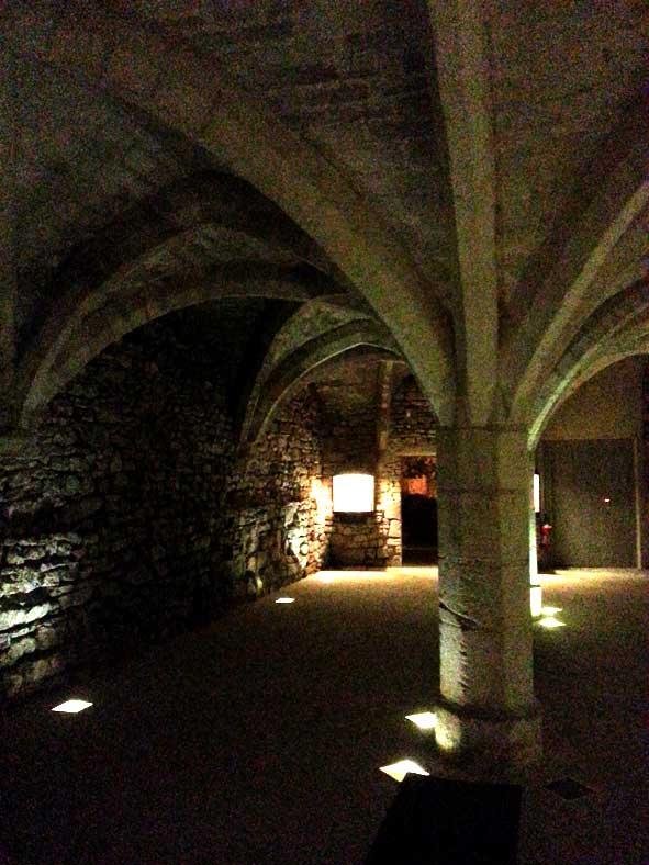 salle gothique XIVe siècle de l'ancien palais épiscopal de Senlis