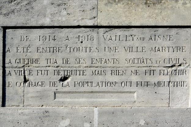 texte sur l'arrière du monument