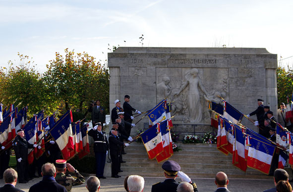 salut des drapeaux 'aux morts'